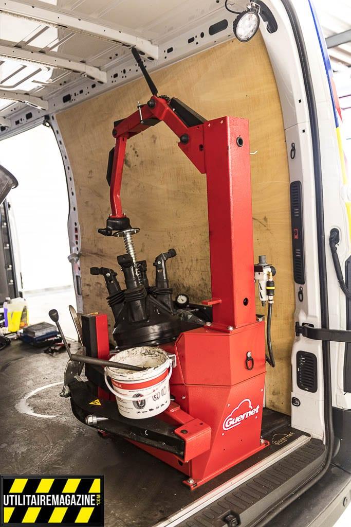 machine de montage / démontage de pneu