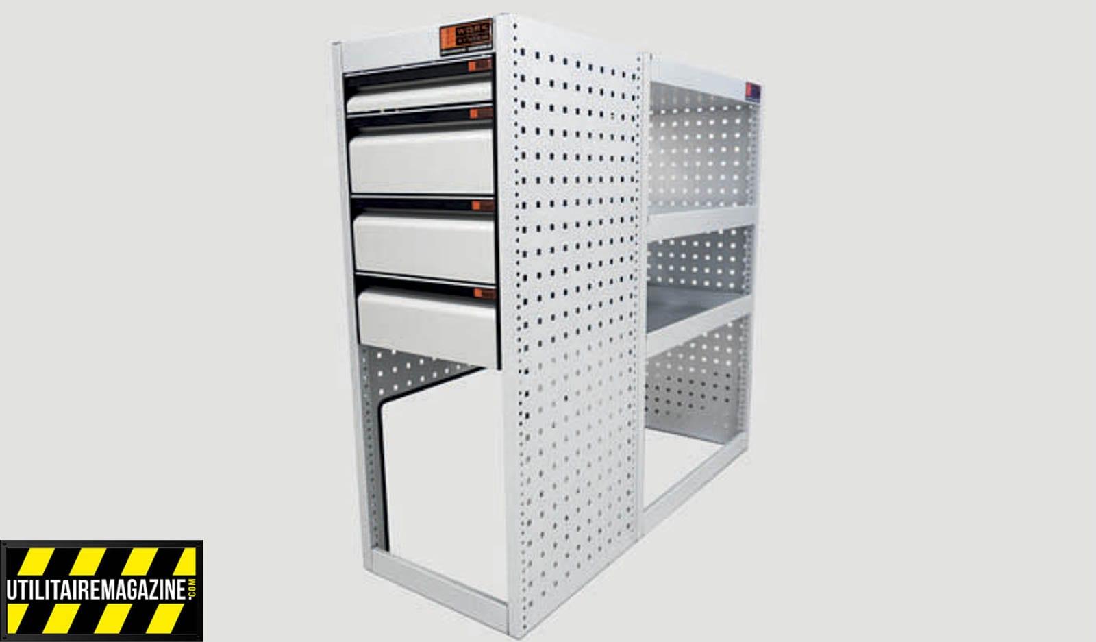 Ce meuble offre une partie rangement accessible directement par la porte latérale coulissante