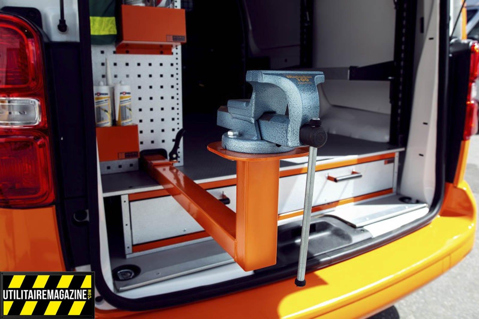 Aménagement utilitaire Work System, un étau qui se déplie à l'extérieur du fourgon
