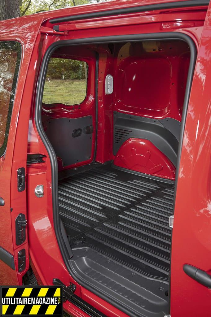 porte latérale du Nissan NV 250 L1