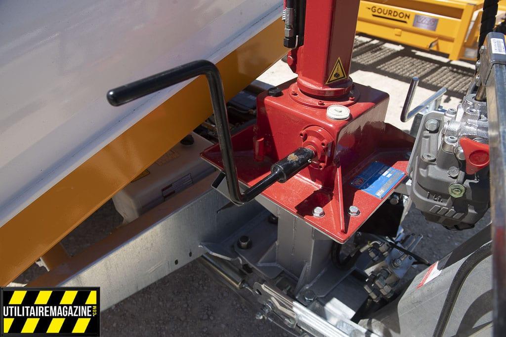 grue manuelle pour remorque ou utilitaire, la HMF 50 T est idéale pour les petits travaux de levage