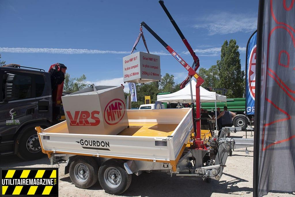 une grue manuelle pour véhicule utilitaire, pick up ou remorque d'une capacité de 250 kg à 2m de portée