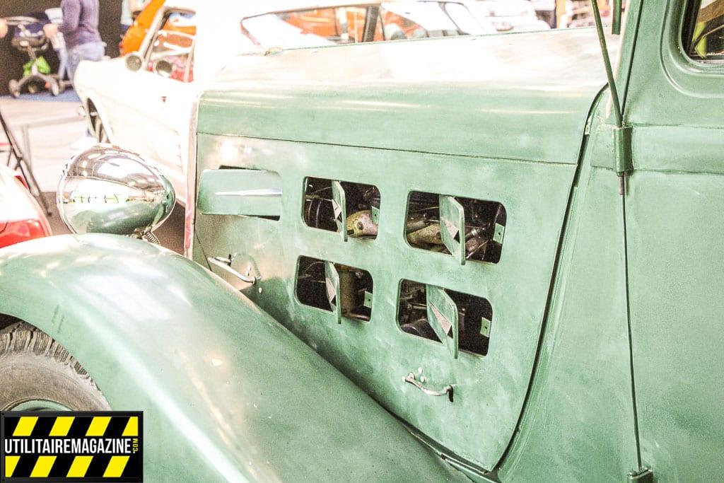 Le Berliet 944 est doté d'aérations sur les flancs du moteur afin de faciliter le refroidissement.