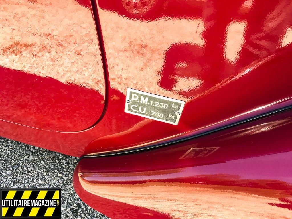 La charge utile de la Peugeot 202 U est de 700 kg