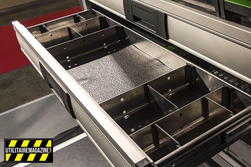De grands tiroirs pour bien organiser et ranger outils, pièces détachées, etc.
