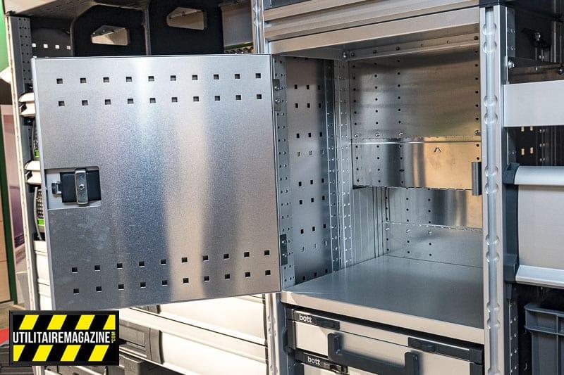 Petite astuce dans l'aménagement de l'utilitaire avec ce coffre.