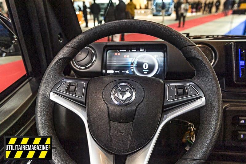 Des commandes au volant pour le kit main libre, le système multimédia et l'accès aux options des fonctions.