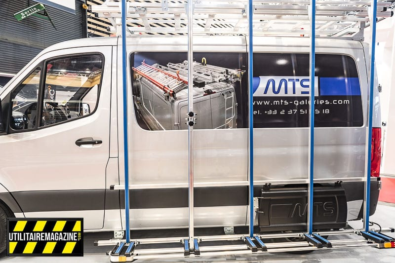 Le porte charge latéral MTS en aluminium permet de transporter des plaques ou autres matériaux encombrants avec ce Mercedes Sprinter. Il est réalisé en aluminium.