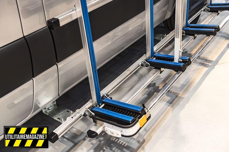 Larges de 25 cm, les pieds rabattables du porte charge latéral MTS sont recouverts d'un matériau de protection afin de ne pas abimer ce que vous transporter sur votre VU.