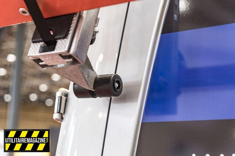 Des galets aident à la descente du porte échelle MTS et épargnent la carrosserie.