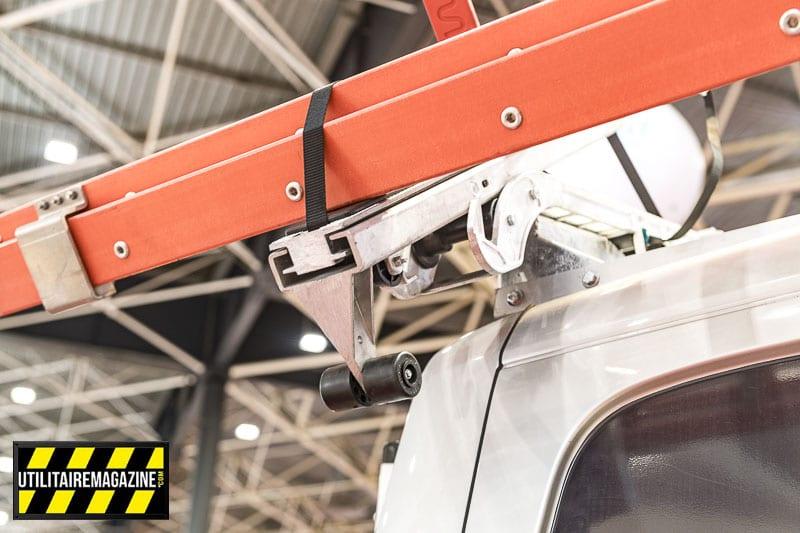 L'installation du porte échelle nécessite des barres de toits adaptées à votre véhicule utilitaire.