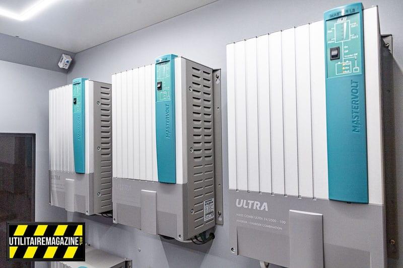 3 unités Mass Combi Ultra 24/3500-100 (230 V) pour alimenter la cuisine et son four.