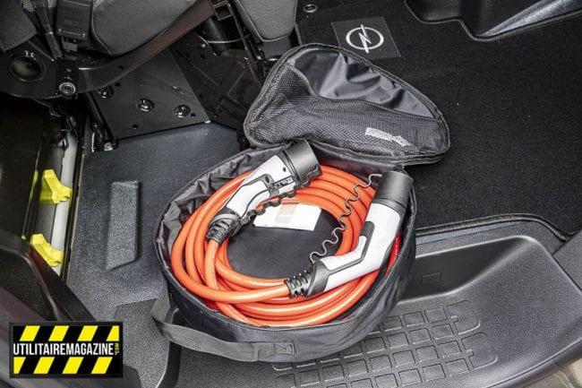 Le câble pour recharger son Vivaro électrique